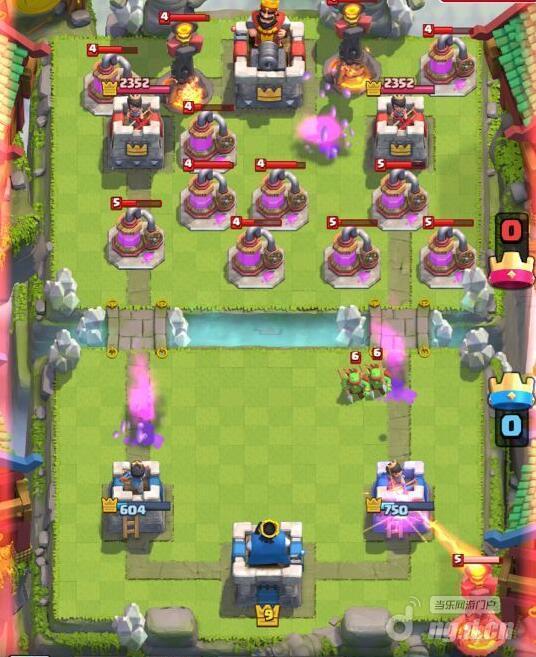 部落冲突:皇室战争趣味地狱塔骑脸bug